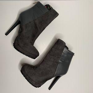 Like New RUE21 | Gray Heeled Booties
